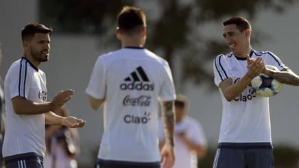 Aguero, Di Maria e di spalle Messi: Afp