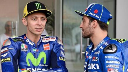 Valentino Rossi con Andrea Iannone. Epa
