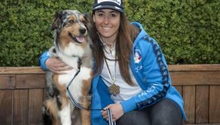 Sofia Goggia, 24 anni, con il suo cane. IPP
