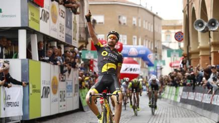 Lilian Calmejane, 24 anni, vincitore a Sassuolo. Bettini