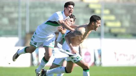 L'esultanza dei neroverdi dopo la vittoria ai rigori sul Torino. Lapresse
