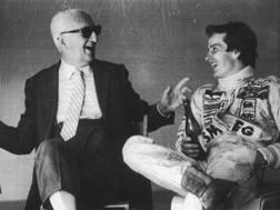 Enzo Ferrari in una foto con Gilles Villeneuve. Ansa