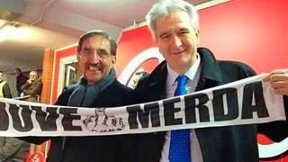 L'onorevole Marcello Taglialatela insieme all'onorevole La Russa mentre esibisce una sciarpa antiJuve