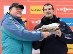 Armin Zoeggeler, 43 anni, qui con il presidente della federazione internazionale di slittino Fendt