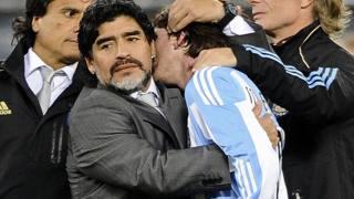 Diego Armando Maradona, 56 anni, con Leo Messi, 29. Reuters