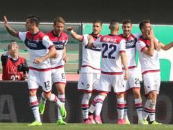 I giocatori del  Crotone dopo illa vittoria contro il Chievo. LaPresse