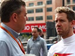 Mario Isola, responsabile Car Racing Pirelli, col ferrarista Sebastian Vettel. Lapresse