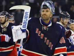 Henrik Lundqvist, portiere dei New York Rangers, campione olimpico con la sua Svezia a Torino 2006. Afp