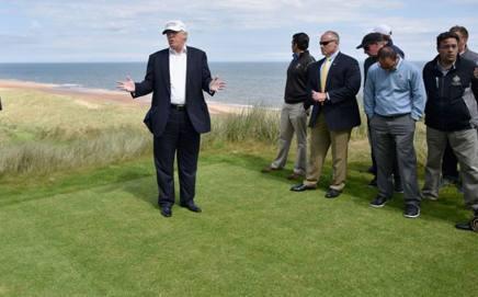 Trump in uno dei suoi golf club