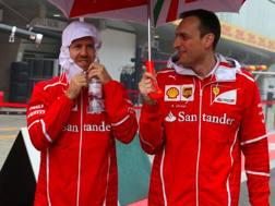 Sebastian Vettel (a sin) col suo ingegnere di pista Riccardo Adami