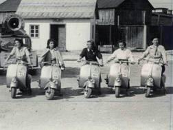 Una foto d'epoca con la Vespa Women 1948. Ansa
