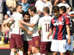 I compagni festeggiano Salah per il gol del 2-0. LaPresse