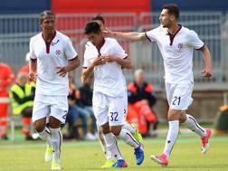 Ionita e Bruno Alves festeggiano Han, dopo il primo gol in serie A. Getty Images