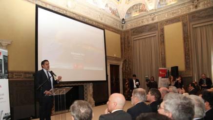 Il governatore Toti  durante la presentazione