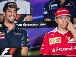 Daniel Ricciardo e Kimi Raikkonen. Epa
