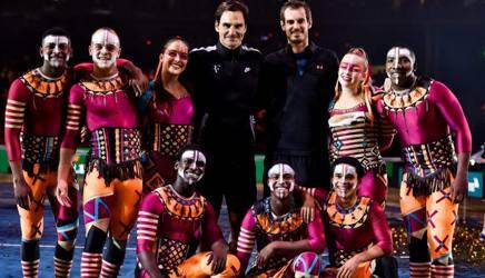 Andy Murray, 29 anni, con Roger Federer, dopo l'esibizione benefica di Zurigo. Afp