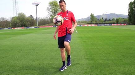 Daniele Gastaldello, capitano del Bologna, in campo per ANT