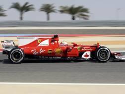 La Ferrari di Sebastian Vettel in azione in Bahrain. Ap