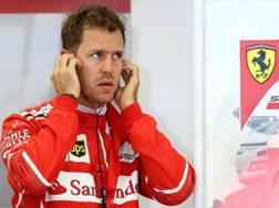 Sebastian Vettel concentrato ai box della Ferrari. Getty