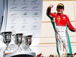 Charles Leclerc esulta per la vittoria in gara 2 della Formula 2