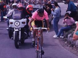 Franco Chioccioli sul Pordoi al Giro del 1991. Bettini