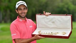 Edoardo Molinari premiato dopo la vittoria nel Trofeo Hassan II. Getty