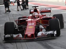 Antonio Giovinazzi impegnato nei test con la Ferrari in Bahrain. Colombo