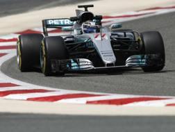 La Mercedes di Bottas in azione nei test in Bahrain