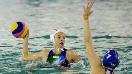 Arianna Garibotti, 27 anni, contrastata da Csabai nella gara con l'Ungheria  DEEPBLUEMEDIA