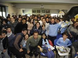 Fortuna Wallace, Lucas Biglia e Marco Parolo con gli studenti dell'Isituto Gassaman di Roma . Getty Images