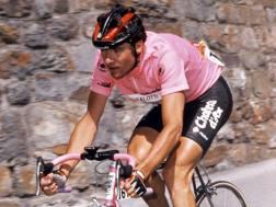 Gianni Bugno in maglia rosa al Giro d'Italia del 1990. Bettini