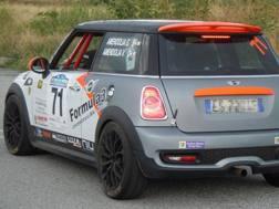La Mini con cui gareggiavano Gemma e Mauro Amendolia, foto presa dal profilo Facebook della donna. Ansa