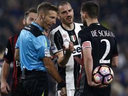 L'arbitro Davide Massa durante Juventus-Milan. Afp