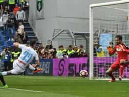 Il gol del 2-2 di Milik. Afp