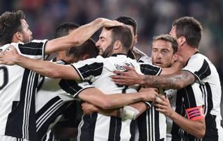 Un'esultanza della Juve contro il Genoa. Ansa