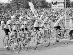 Felice Gimondi festeggia la vittoria del Giro del 1967