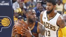 LeBron James contro Paul George . Afp