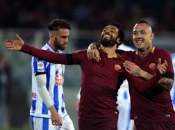 Nainggolan festeggia con Salah: tre gol in due, nel 4-1 di Pescara. Afp