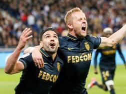 Kamil Glik, a destra, esulta con Falcao, in Lione-Monaco. Reuters