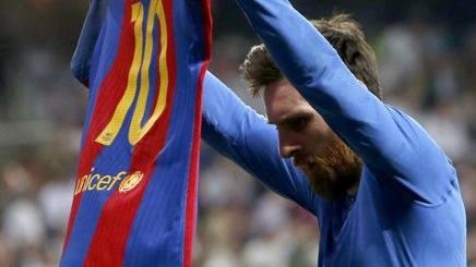 Lionel Messi dopo il gol numero 500. LaPresse