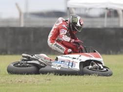 Jorge Lorenzo dopo la caduta al via del GP d'Argentina. Ap
