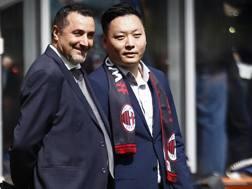 Massimiliano Mirabelli, d.s. del Milan, con Han Li. LaPresse