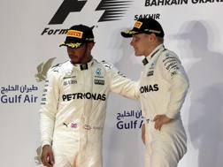 Hamolton e Bottas sul podio del Bahrain. LaPresse