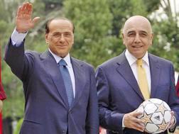 Da sinistra, Silvio Berlusconi, 80 anni, ex presidente del Milan, e Adriano Galliani, 72, ex a.d. del club.