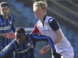 Il centrocampista del Cagliari Nicholas Pennington (a destra). Getty Images