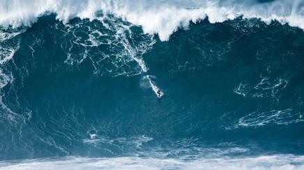 Francisco Porcella a Nazarè, Portogallo, il 28 febbraio del 2017, su un'onda di oltre 22 metri