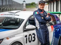 Stefano Accorsi con la sua Peugeot 308 pronto a scattare in pista