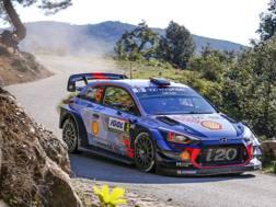 La Hyundai i20 di Neuville in azione nel Mondiale rally