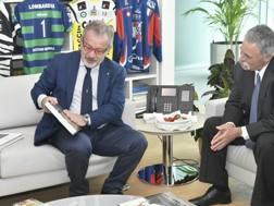 Il presidente della Regione Lombardia, Roberto Maroni, con Chase Carey