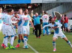 Festa Napoli dopo il gol di Mertens. Afp